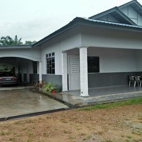Rumah Percutian berdekatan Pantai Tanjung Leman