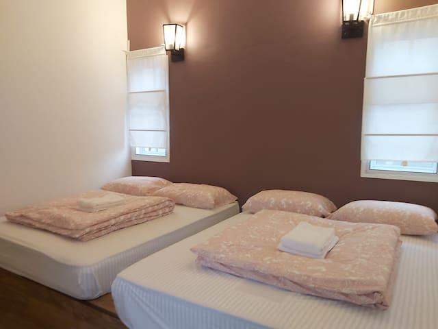 2nd room bedroom - 2 Comforyable Dreamland Queen bed