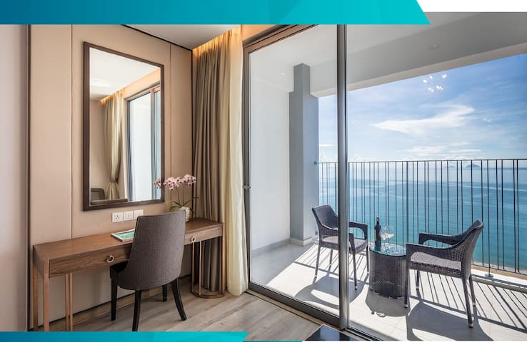 Room in Hotel 5✯ BALCONY OceanView Square Central