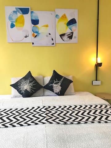 Room 2- 1 super king bed