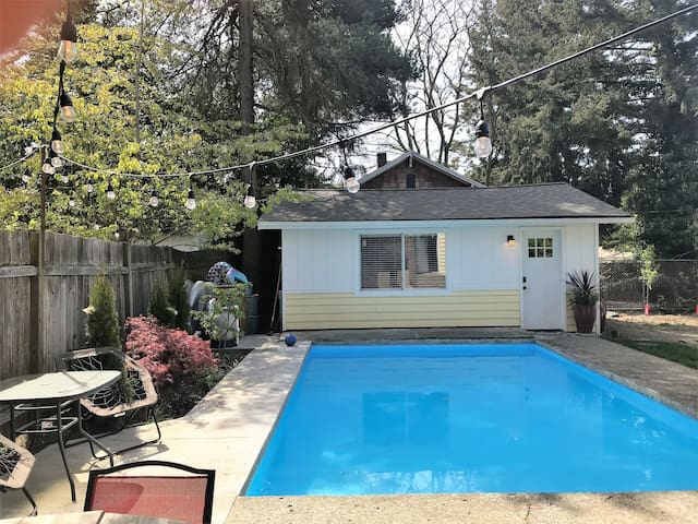 Pool house suite mother in law guesthouses for rent in for House with inlaw suite for rent