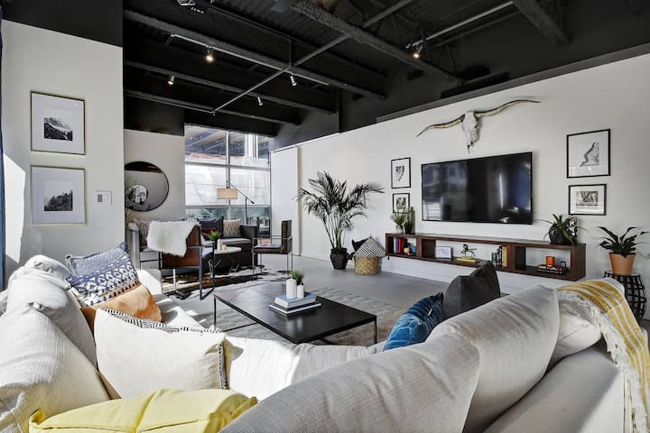 Hip Designer Loft | Walk to 6th Street & Rainey