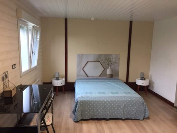 Chambre avec salle de bain privative 82 Room