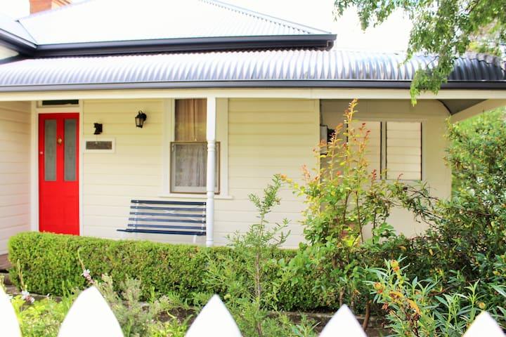 OAKLEIGH Cottage, Mudgee NSW - Mudgee - House