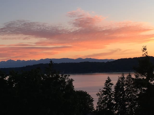 Beautiful Mukilteo Water/mountain View Home