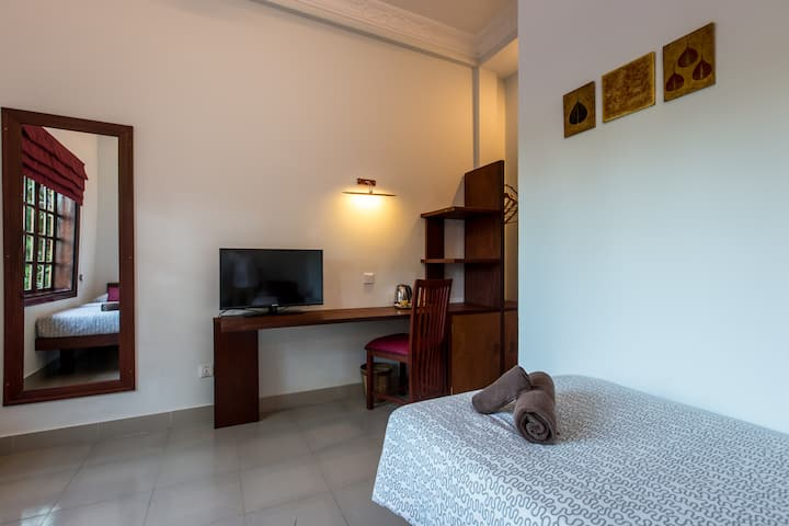 Awesome room two beds breakfast pool free pick up