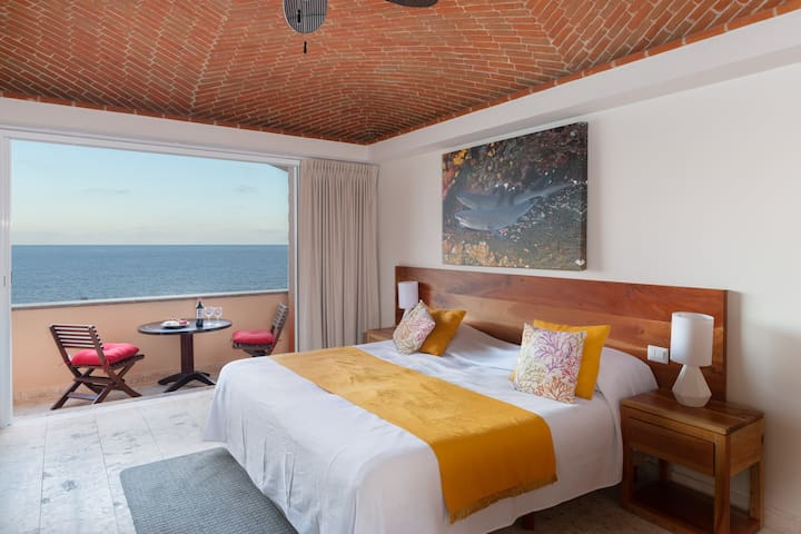 Ocean Front B (Suite -1 Bathroom -Sleeps 2)