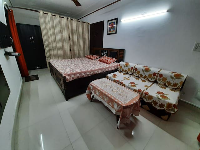 Royal Stay Apartment in Vasant Vihar