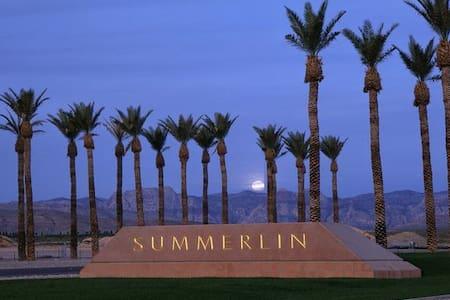 Summerlin  Nice condo. walk to lake