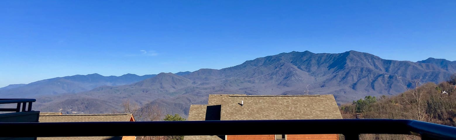 Amazing views /Pool/hot-tub/New/Gatlinburg