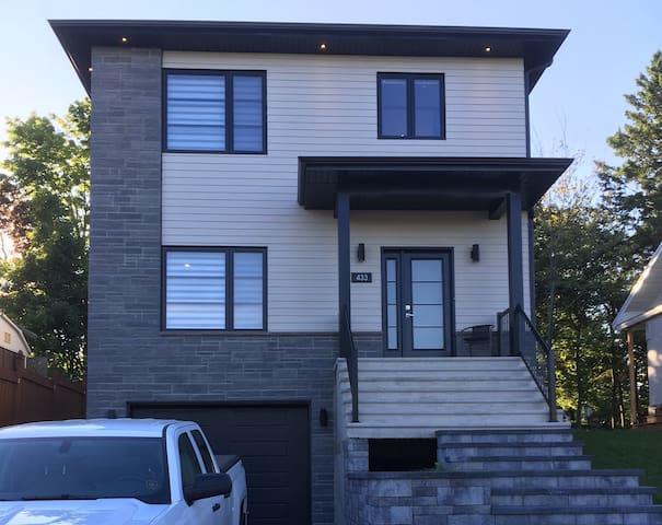 Splendide Maison Neuve Avec Terrasse et Spa