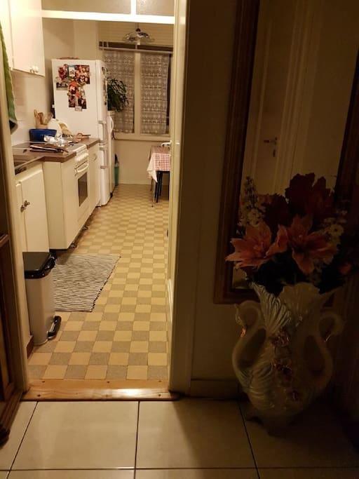Hall d'entrée avec cuisine