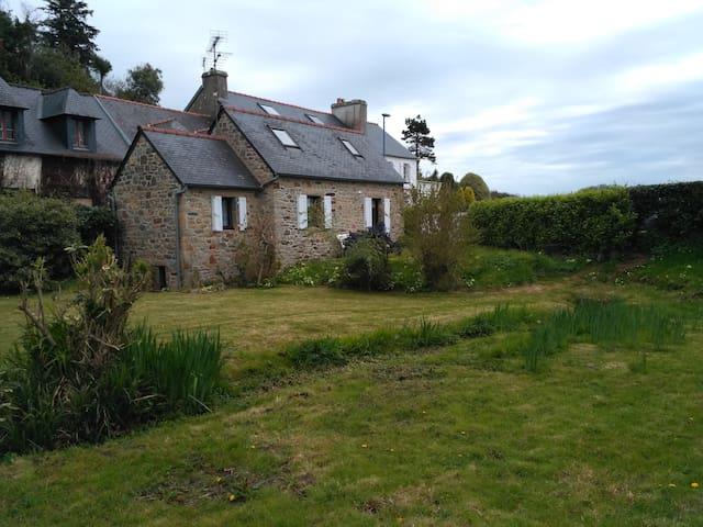 Penty Breton pieds dans l'eau - Roscanvel - Huis