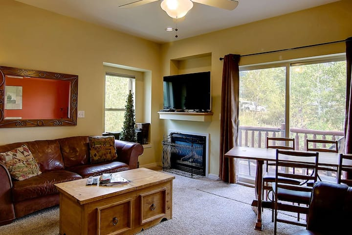 Private Entrance, Great Views, 3-Level, End-Unit, Large Town Home, Close to Town/Mtn, Free Bus