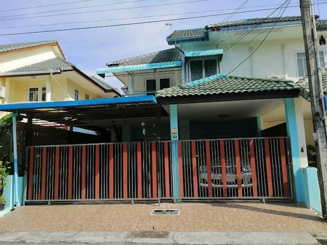 Townhouse for rent in Moderncity