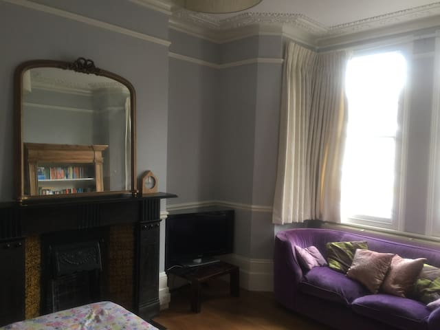 Spacious double room In Muswell Hill