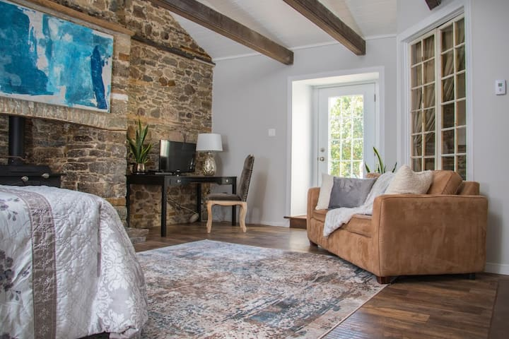 Duldraeggan - Large private suite, L'Orignal ON