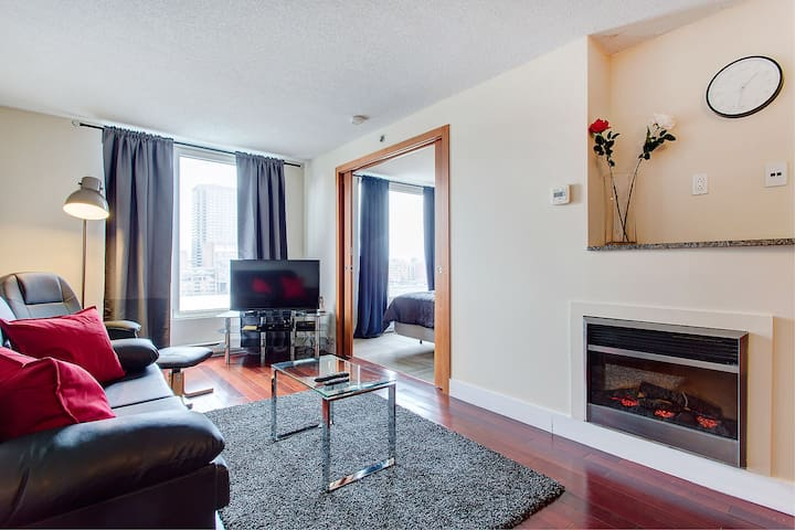 Newly Renovated 1 BR Next To Convention Centre