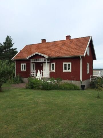 Hus i charmiga Karlevi nära Färjestaden - Mörbylånga N - House