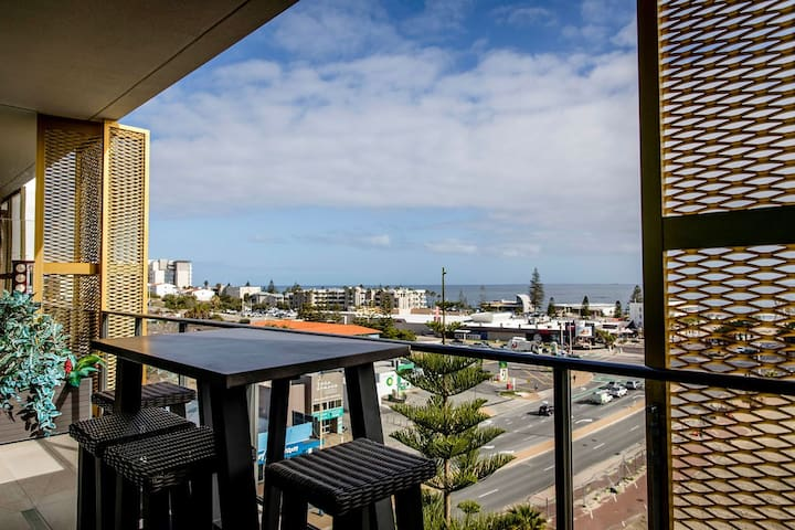 Coastal Cool, 1 min to Scarborough Beach + Parking