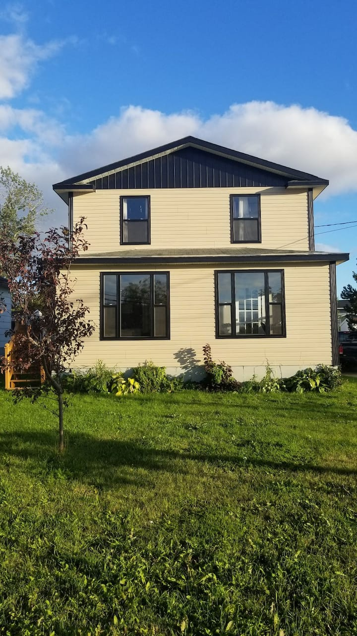 Two bedroom, three bed house- Close to amenities