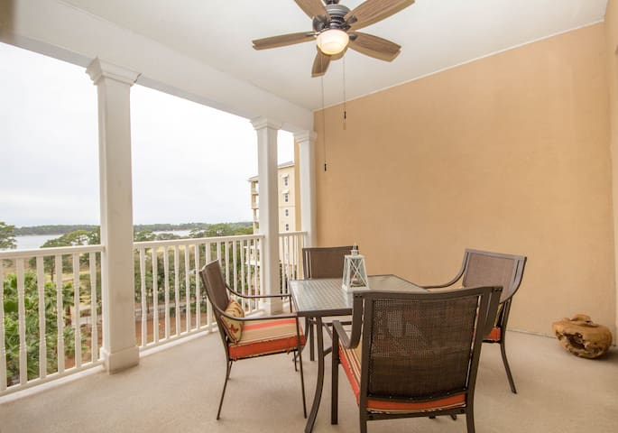 Waterfront Condo with Pool and Waterfront Restaurant