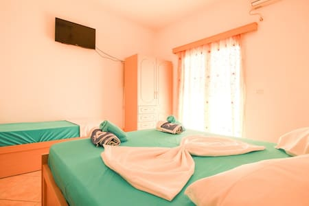 Flat with sea view & large balcony, Livadhi Beach - Apartment