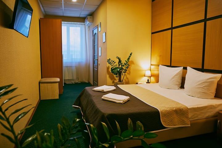 Улучшенный 2-х местный номер с одной двухспальной или двумя односпальными кроватями