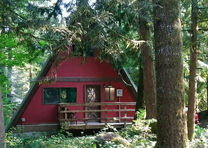 Hoodland Hideaway in the Mt. Hood Foot Hills