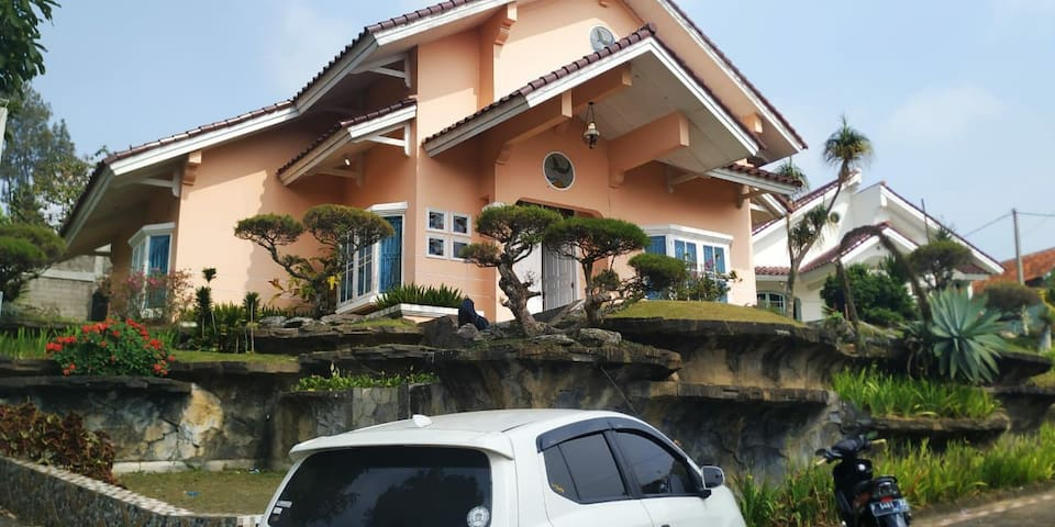 Villa Puncak 3 kamar murah