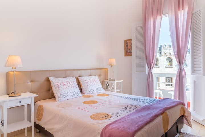 Charming apartment with balcony close to Cathedral