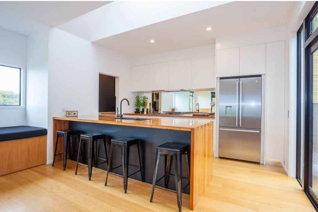Excellent kitchen for entertaining