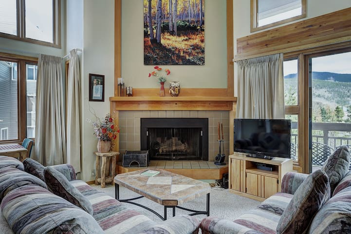Huge Two Story Condo Overlooking The Snake River!