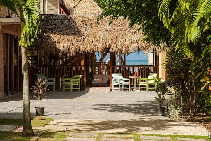 XYE Resorts