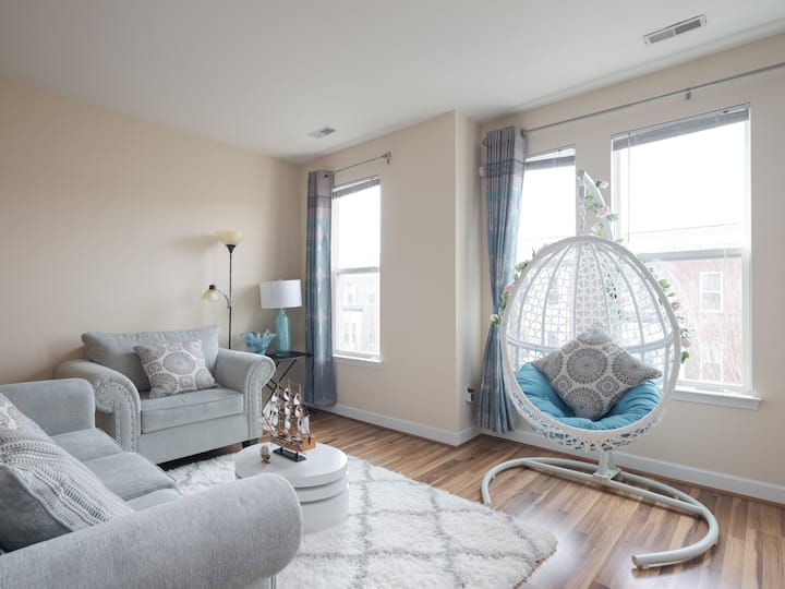 Cozy and Clean with essentials and parking in DC