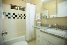 Affordable -Cozy Studio 1 Block from Wind and Sea!
