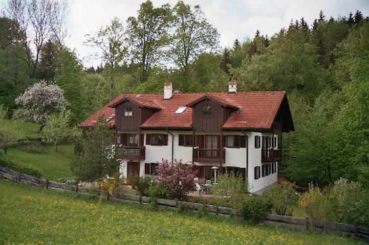 Bad Tölz: Ferienwohnung mit Panoramablick - Wackersberg - Appartement