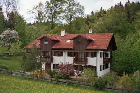 Bad Tölz: Ferienwohnung mit Panoramablick - Wackersberg - Wohnung