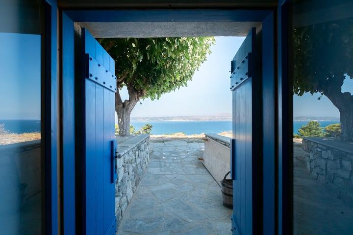 Karavos View - A unique artists' hideaway Paradise