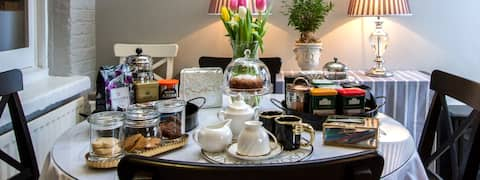 Windsor Road Retreat | Chic Boutique in Lovely Kew