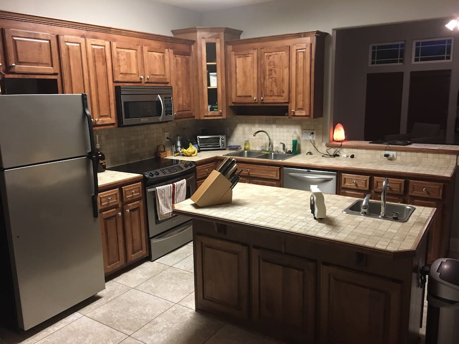 Big spacious, fully furnished kitchen