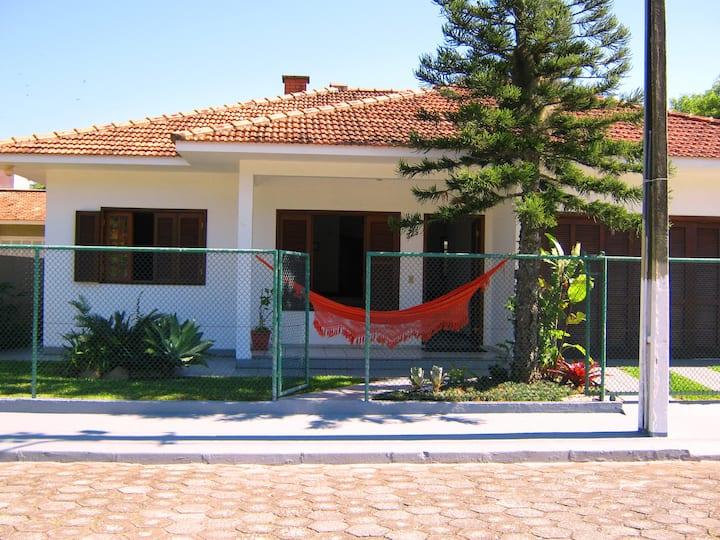 Casa em Condomínio próximo ao Canal da Barra