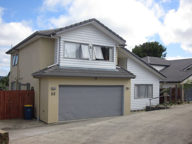 Comfy - Henderson - Close to train station - Auckland - Hus