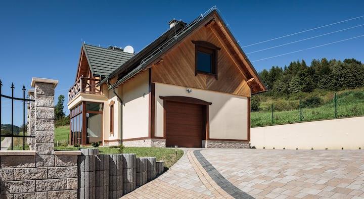 Cottage Eliza- Picturesque Hillside Chalet