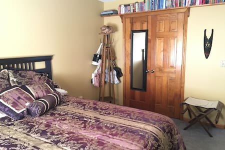 Stillwell Farms Guest Bedroom - Countryside View - Bonner Springs - 独立屋