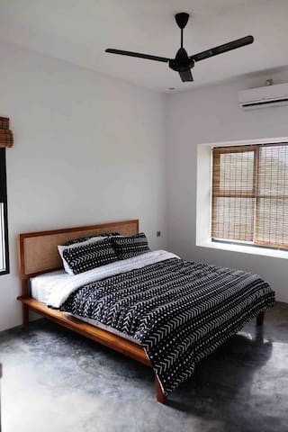 2nd Bedroom ~ King Bed (180x200) , Air Conditioning , Clothing Rack