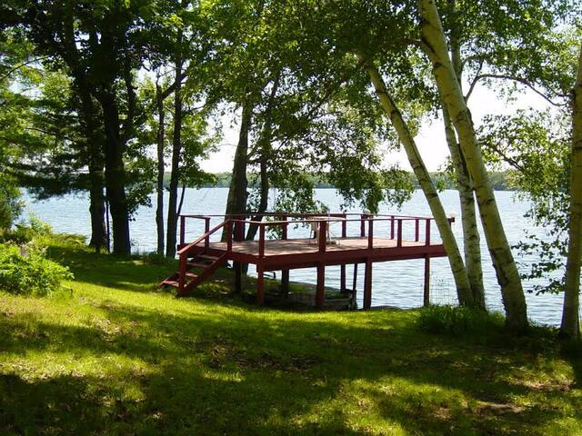 Waterfront Cottage on Clear Lake - Elgin - Kulübe