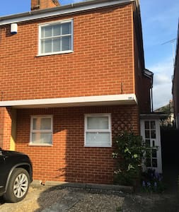 2 bed house close to town & station - Maidenhead - Haus