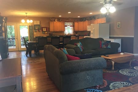 Great for friends and families, minutes from TIEC!