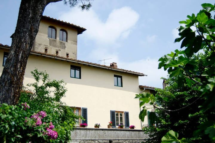 "B&B in historical Tuscan Villa ""F"" - Carmignano - Bed & Breakfast"